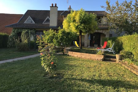 Grande maison à la campagne 12 personnes + bébé - Pouillenay