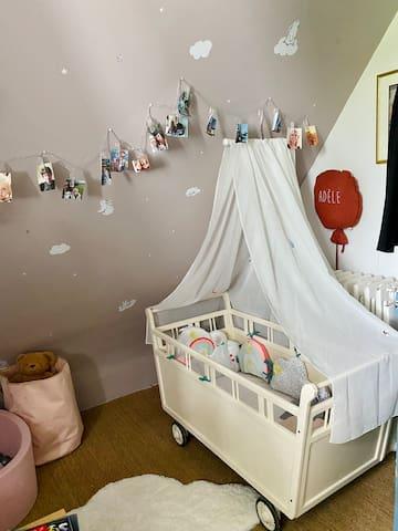 Chambre d'enfant avec coin bébé second étage