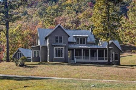 Pisgah Forest Retreat: True mountain luxury!  Hiking trail access, fireplaces, multiple porches & extremely private.