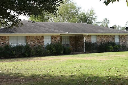 Country Home 3 bedroom 2 bath - 湯博爾(Tomball)