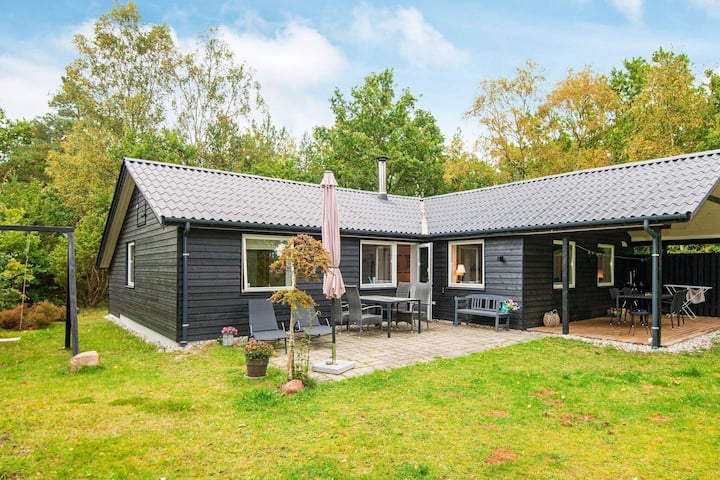 6 person holiday home in Glesborg