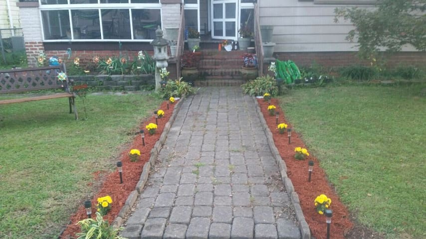 Front walkway/entrance