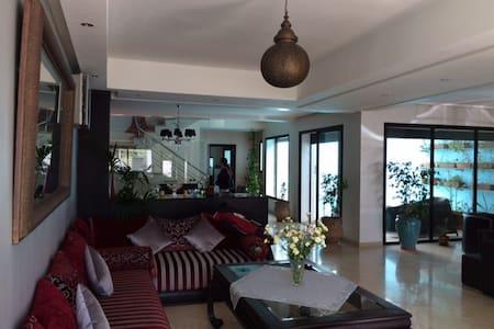 Superbe villa High Tech avec piscine couverte - Casablanca