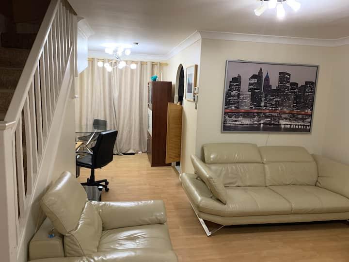 3 bedroom to Rent Hendon NW9 7RY