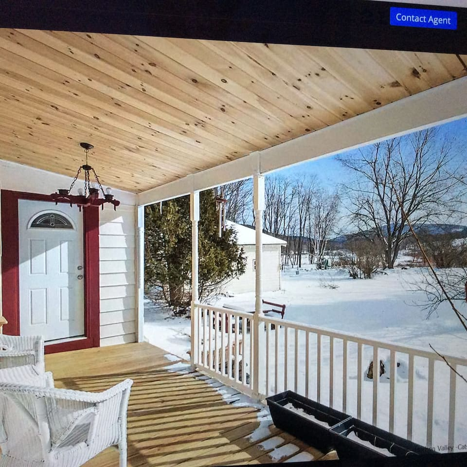 New Deck,  huge backyard, overlooking the Mountain, Adjacent to kitchen and dining room.