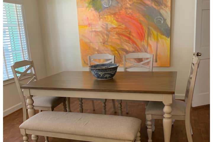Downtown Flat, steps from Archbold hospital