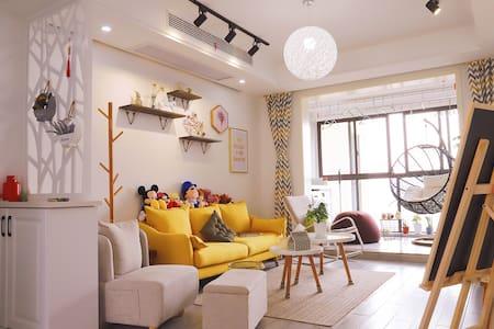 整套公寓里的独立卧室-镇江南站步行7分钟的小清新(北卧)