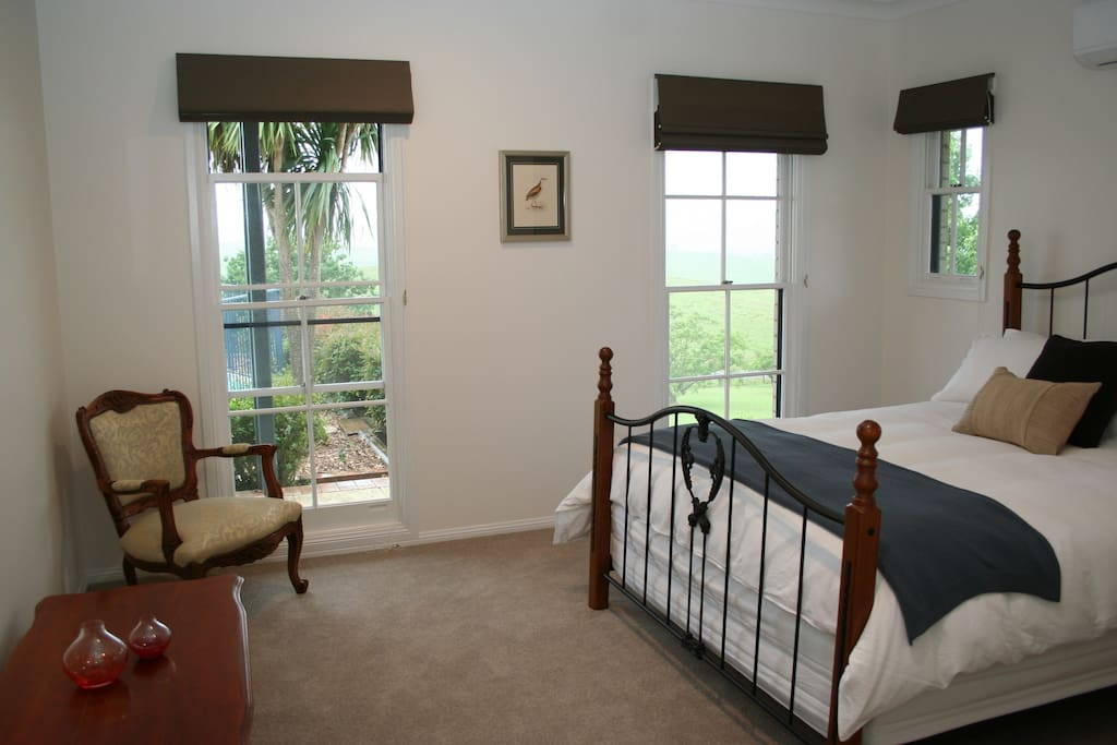 Bird song room - luxurious light filled room with queen bed, walk-in robe, bathroom, a/c