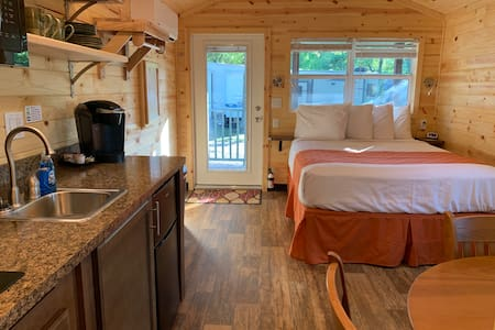 Cute cabin with covered porch & kitchenette/bath