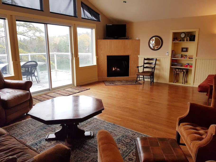 Luxurious living room with fire place, cable tv and futon.