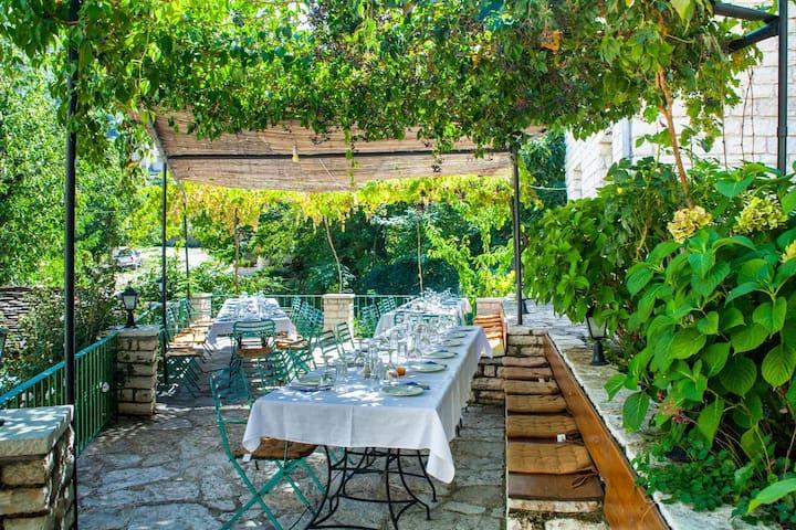 ZISSIS Hotel & Restaurant