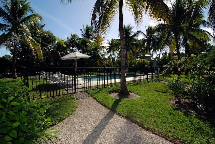 The Palms of Sanibel Rose Cottage - Sanibel
