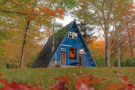 Alpine A-Frame - midcentury cabin by Lake Raponda