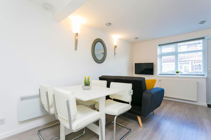Brand New Two Bedroom, East London - Victoria Line