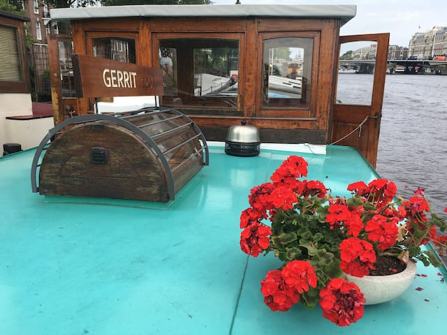 houseboat with superview