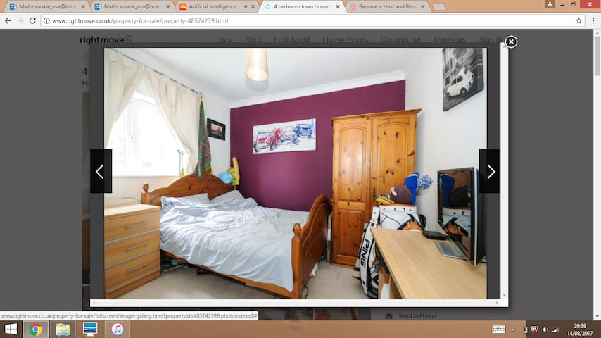 Double room , private bathroom, walk to station!