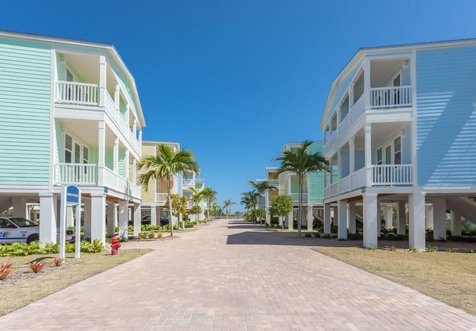 2 Bedroom Luxury Ocean View Townhome in the Keys