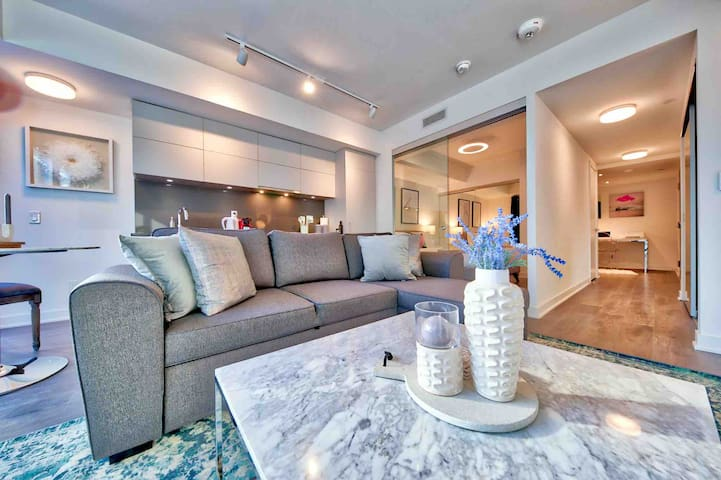 Upscale Yorkville Hotel Style Suite