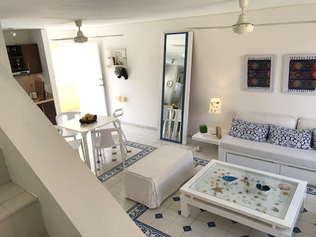 As you can see this oasis has two levels (duplex). Beautiful complete mirror, you're going to love it ;)
