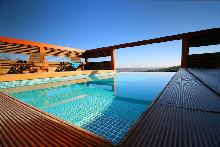 Exclusive Villa, Private Infinity Pool and Jacuzzi