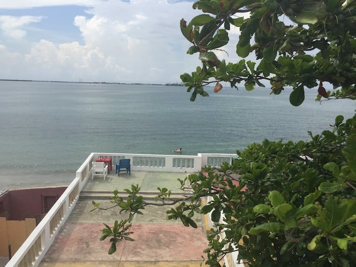 Callie's Beach House - Balcony Queen Room - A