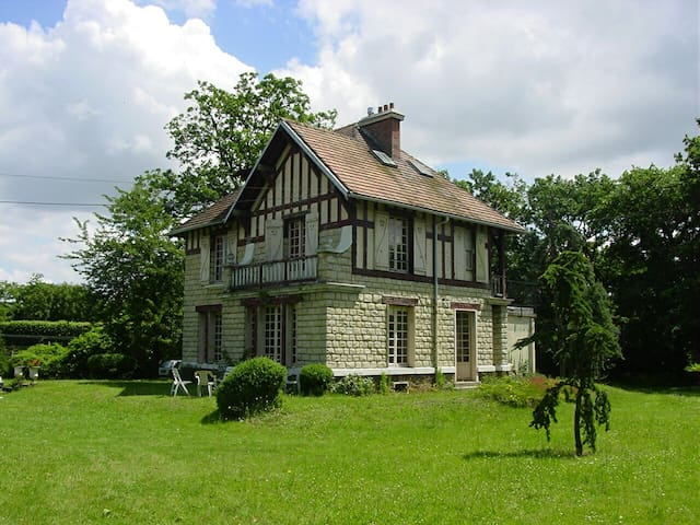 Character house in the Ibis Park - Le Vésinet - House