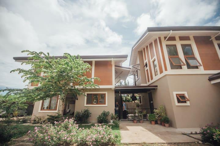 Daniella's Guesthouse Retreat  + private parking