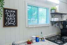Private & Modern Suite w/ kitchen close to A&M
