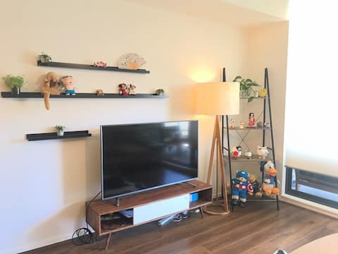 Close to Airports & CBD/Private room with lock
