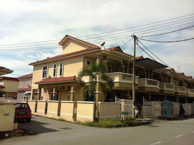 Taman Segar Homestay Butterworth Penang - Butterworth - Pensió