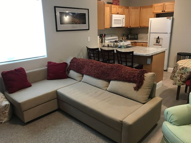 PRIVATE 2BR Apt with full kitchen & washer/dryer