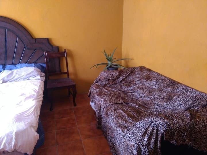 Habitación amueblada con baño privado Puerto Esc