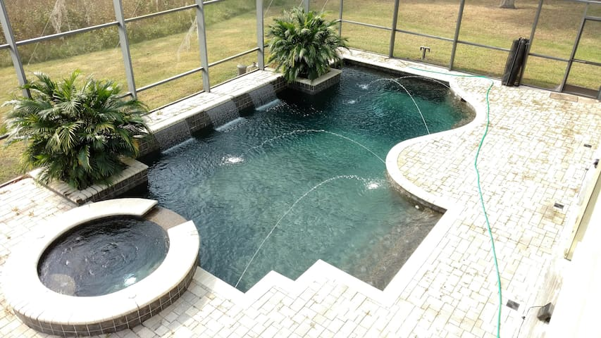 Huge, Pool Home. Private Queen & Twin Room for 1-3 - Kissimmee - Ev