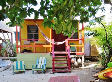 Mo's Cozy Cabana w/ comfy veranda & access to dock