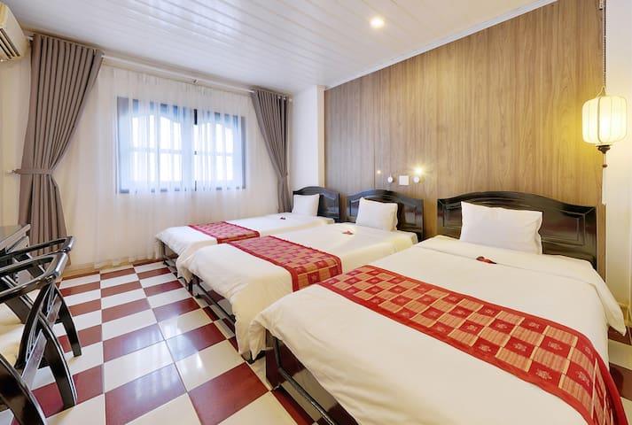 Hoi An Hai Yen hotel- Modern Triple Room in Center