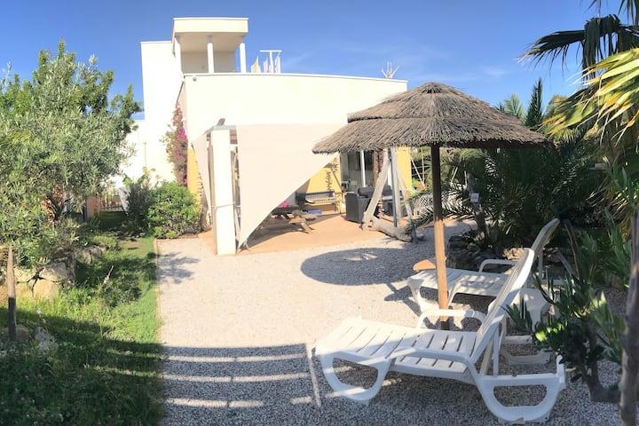 Villa à Calvi proche plages avec potager, billard.