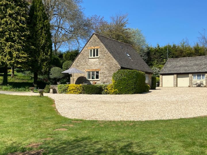 Far Hill Cottage - heart of the Cotswolds