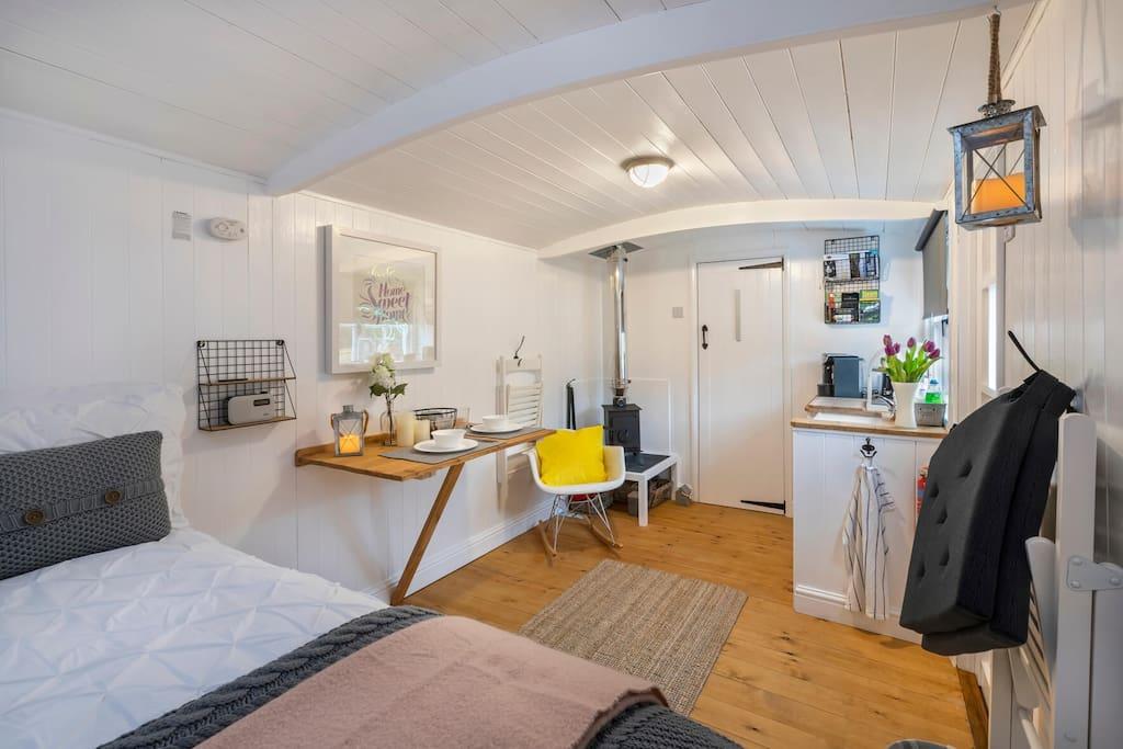 Relax in Arthur's Hut