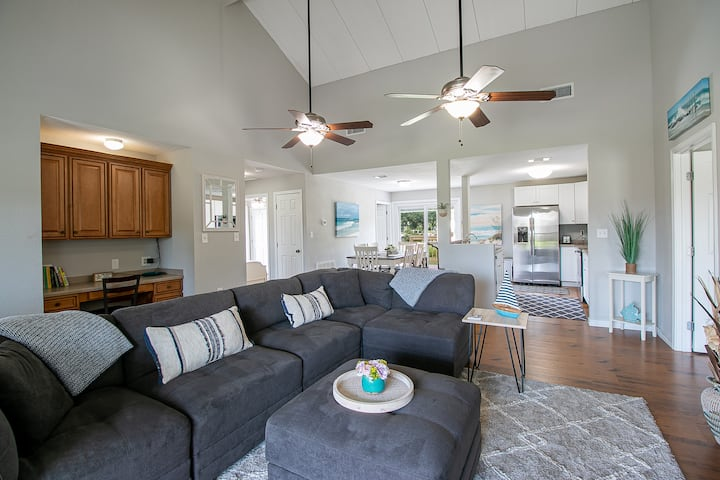 Magnolia Beach Cottage: 1 Block from the Beach!