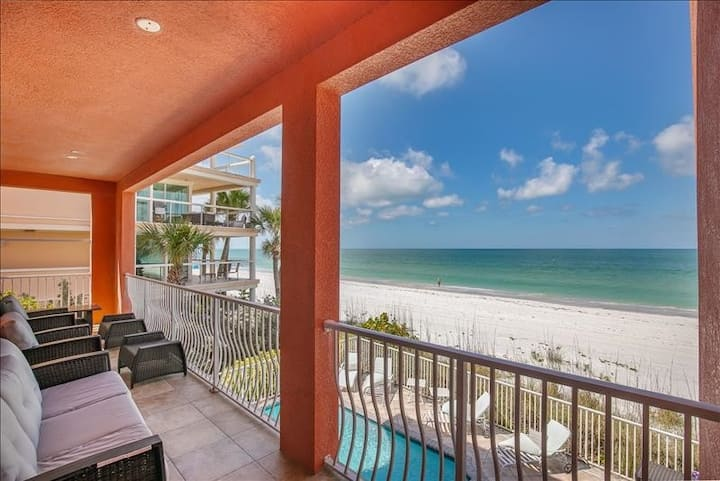 Luxury 4BR Beach Front Condo~ Your Dream Vacation!