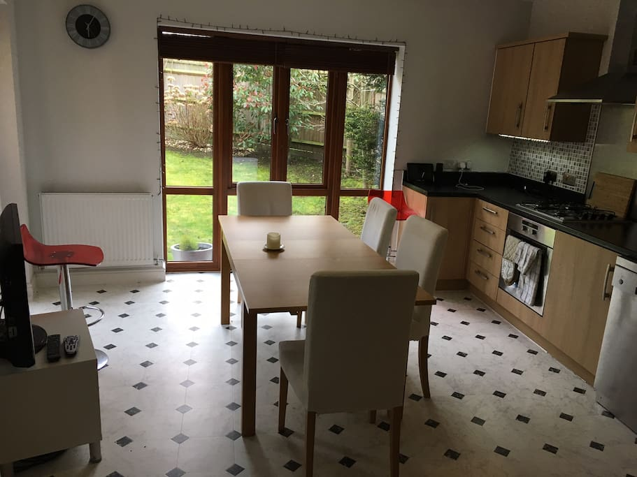 Well equipped kitchen with access to garden