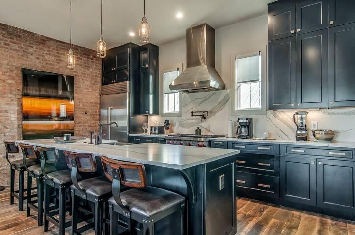 Ultra Luxury Home in Nashville. 3BR/3.5BA