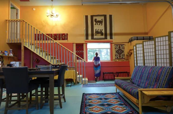 Moose Crest: Bright open one bedroom studio