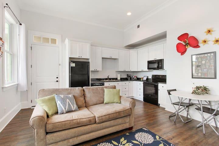 New 1 Bedroom Private Condo #B - Private Porch