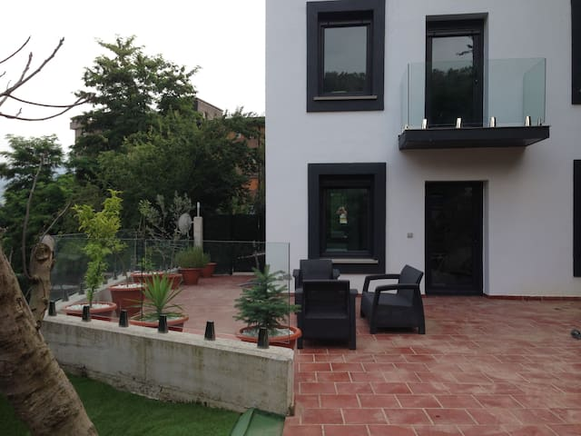 NEW HOUSE IN CENTER WITH GARDEN AND GUGGEN VIEWS - Bilbao - House