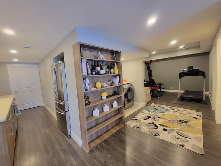 Cozy 5 Bedroom/3.5 Bath Home, Close to YYC