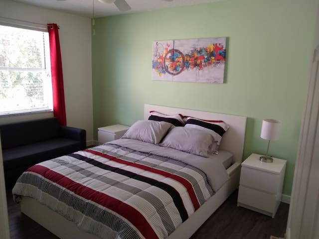 Luxury living. Queen bed/private bathroom. No fees