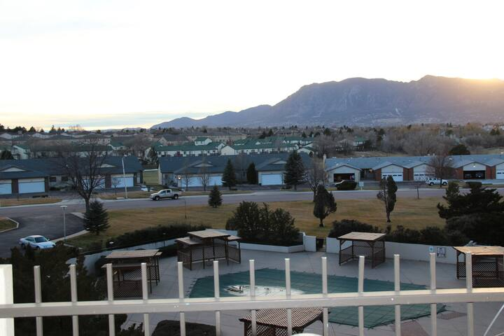 Rare high-rise 4th floor condo - Colorado Springs - Condominio