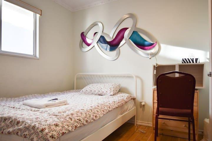 Cozy room with netflix, lock & wifi