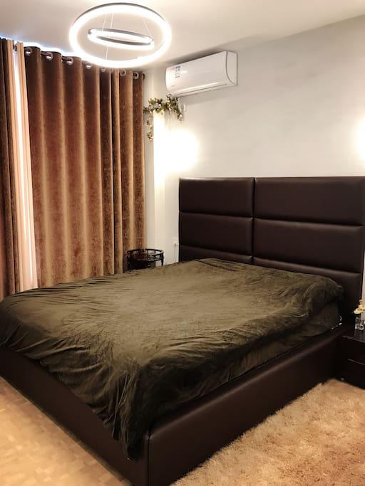 卧室-2.2米大床配备国际5星级专用床垫